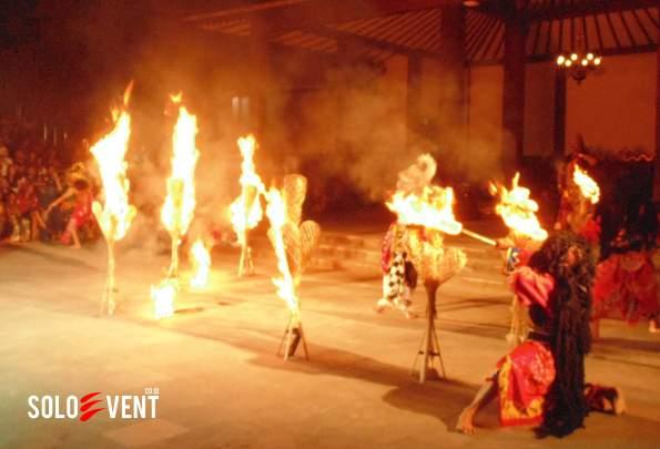 sendratari-ramayana-penuh-api_