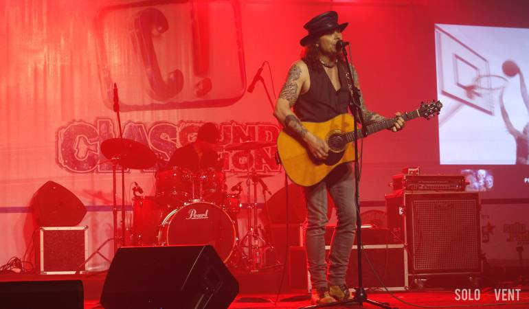 BAK KOBOI, MIKE TRAMP ENJOY KONSER DI SOLO__