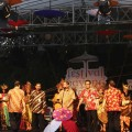TARI SILAT PAYUNG TAMPIL AWAL DI HARI PERTAMA FESTIVAL PAYUNG INDONESIA 2015