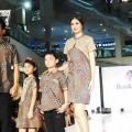 6 SEQUENCE FASHION BATIK KERIS TERSAJI DI CATWALK