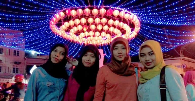 KEPOIN PENGUNJUNG LAMPION PASAR GEDE-LAILA