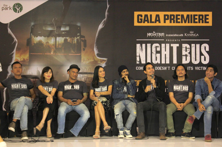 FILM-NIGHT-BUS-001